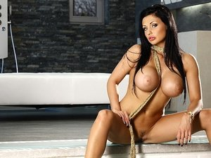 AlettaOceanEmpire - Aletta Ocean - She is Back