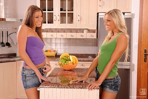 ClubSandy - Eliska, Neilla - Kitchen babes