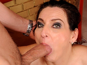 LustyGrandmas - Liza Bird - Liza likes it Hard