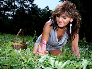 LustyGrandmas - Ilona - Outdoor fun